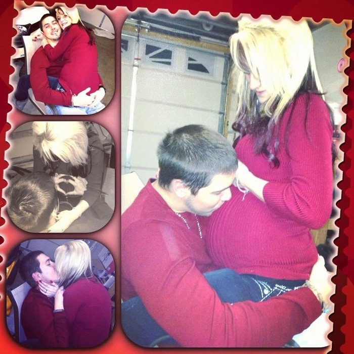 """Teen Mom 2"" star Leah Messer and her husband showing off her baby bump"