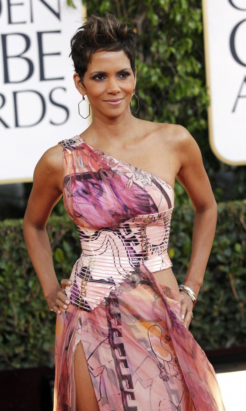 Actress Halle Berry arrives at the 70th annual Golden Globe Awards in Beverly Hills, California, January 13, 2013.